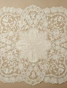 Woman's Handkerchief, Belgium, Ghent, Linen plain weave with cotton lace Antique Lace, Vintage Lace, Shabby, European Dress, Art Du Fil, Vintage Handkerchiefs, Pearl And Lace, Textiles, Linens And Lace