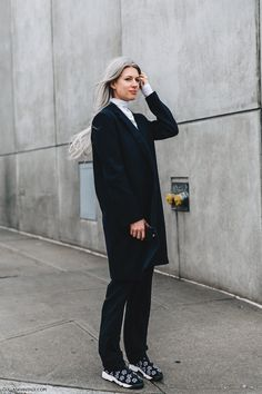 NYFW-New_York_Fashion_Week-Fall_Winter-17-Street_Style-Sarah_Harris-Navy_Blue-Dior_Sneakers-