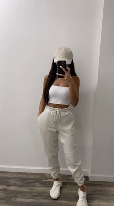 Baddie Outfits Casual, Sporty Outfits, Teen Fashion Outfits, Mode Outfits, Look Fashion, Stylish Outfits, Swag Girl Outfits, Miami Outfits, Pink Outfits
