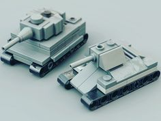 Lego micro tanks by Nic Lego Soldiers, Lego Ww2, Lego Army, Lego Military, Lego Mechs, Lego Bionicle, Legos, Micro Lego, Lego Boards