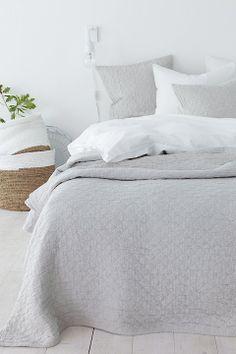 Beautiful bedroom ideas #beddingsets #bedlinen #luxurybedding modern bedroom, bedroom decoration, duvet cover | More decoration ideas at www.plumesilk.com