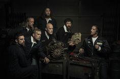 Gepinnt von Gabi Wieczorek auf Faces - What can you see? Pimp my Rembrandt: Renaissance-Gemälde mit Mechanikern nachgestellt