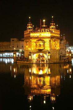 Guru Nanak Jayanti: This is one of the grandest and most visual celebrations in India, marking the birthday of Guru Nanak, the founder of Sikhism & the first of the ten Sikh gurus.