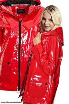 Red Raincoat, Vinyl Raincoat, Plastic Raincoat, Vinyl Clothing, Rainy Day Fashion, Rubber Raincoats, Langer Mantel, Rain Gear, Brave
