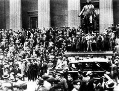 La Gran Depresión, considerada una de las crisis económicas más grandes del siglo XX, comenzó el jueves 24 de octubre de 1929 (jueves negro) con el crack de la Bolsa de Nueva York, hundiendo a esta para expandirse progresivamente por todos los sectores económicos y posteriormente por la totalidad de los países industrializados.