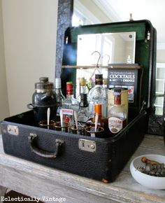 Bar made with a vintage suitcase. Love this idea because it would cost a lot less to fill up a suitcase than an entire bar cart Bar Vintage, Vintage Decor, Design Vintage, Vintage Market, Vintage Style, Vintage Diy, Vintage China, Vintage Suitcases, Vintage Luggage