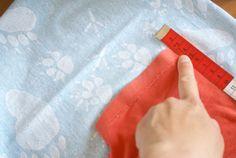 Nähtipp: Ein T-Shirt ohne Schnittmuster nähen – Yingdesign.ch – Bio Stoffe für Künstlerinnen Hermes, Bags, Fashion, Shirt Sewing Patterns, Handbags, Moda, Fashion Styles, Fashion Illustrations, Bag