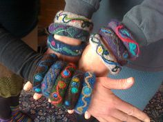 Bevy of Bangles pattern by Mags Kandis, free pattern (some are decorated, some are plain, all are fun)