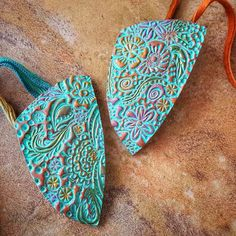 Souffle Southwest Floral Pendant - Sculpey Sculpey with instructions Sculpey Clay, Polymer Clay Pendant, Polymer Clay Projects, Polymer Clay Art, Polymer Clay Jewelry, Metal Clay Jewelry, Copper Jewelry, Diy Jewelry, Handmade Jewelry