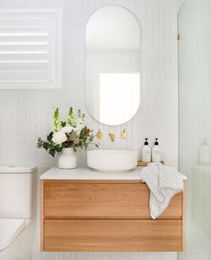 Home Interior Scandinavian Absolutely loving this bathroom vanity design idea! Check out the pretty large wooden mirror with brass faucets accents, and also the wood cabinets with pretty plants for a nice pop of colors Bathroom Vanity Designs, Best Bathroom Designs, Bathroom Interior Design, Modern Bathroom, Small Bathroom, Wooden Bathroom Vanity, Bathroom Ideas, Interior Livingroom, Master Bathrooms
