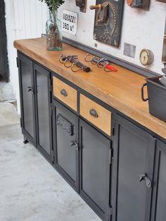 Metal sideboard with 2 drawers Metal Sideboard, Kitchen Sideboard, Shabby Chic Furniture, Vintage Furniture, Painted Furniture, Furniture Projects, Diy Furniture, Industrial Design Furniture, Industrial Living
