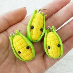 Corn charms are a little over We are all about . KAWAII adjective ~ the q. - Fimo / Polymer clay - The Dallas Media Polymer Clay Figures, Polymer Clay Miniatures, Polymer Clay Pendant, Polymer Clay Projects, Polymer Clay Charms, Polymer Clay Creations, Diy Clay, Polymer Clay Earrings, Clay Crafts