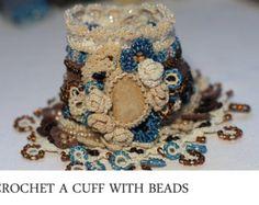 Gehäkelte Manschette und häkeln Ring in Creme Farbe von ellisaveta