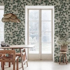 I'm absolutely loving this Japanese inspired wall paper from Scandinavian brand @sandbergandfriends wallpaper, it's definitely in consideration for a project I'm currently working on. #gretamae #gretamaeinteriors #lessismore #paredbackinteriors #colour