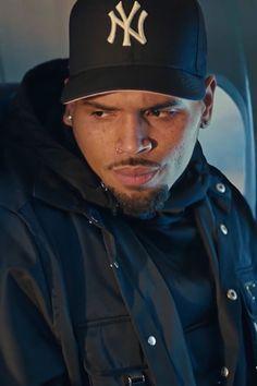 Chris Brown Images, Chris Brown Art, Chris Brown Videos, Breezy Chris Brown, Cute Lightskinned Boys, Cute Black Guys, Chris Brown Photoshoot, Chris Brown Daughter, Chris Brown Wallpaper