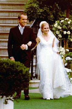 Richard Nixon's oldest daughter Tricia Nixon Cox turns 69 today - she was born in Here she is at her White House Rose Garden wedding in 1971 1970s Wedding Dress, Wedding Dresses Photos, Wedding Outfits, Wedding Pictures, Celebrity Wedding Photos, Celebrity Weddings, Tricia Nixon Cox, Bridal Gowns, Wedding Gowns