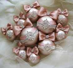 1 million+ Stunning Free Images to Use Anywhere Shabby Chic Christmas, Victorian Christmas, Gold Christmas, Christmas Deco, Christmas Themes, Quilted Christmas Ornaments, Diy Christmas Ornaments, Christmas Wreaths, Christmas Crafts