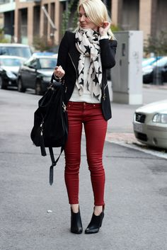 Anna-Maria wearing stars and red jeans.