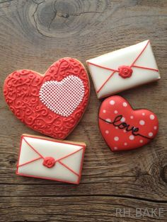 "Loving this sweet little tip: ""❤️❤️ Valentines Day Cookies Ideas❤️❤️"" Valentine's Day Sugar Cookies, Fancy Cookies, Iced Cookies, Cute Cookies, Cookies Et Biscuits, Cupcake Cookies, Cupcakes, Cookie Favors, Flower Cookies"