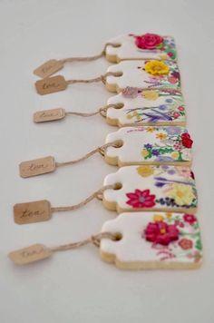 Floral cookies, cookie tags