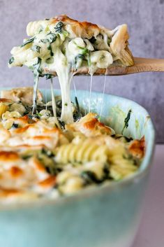 Pasta bake recipes are perfect to make ahead and this creamy spinach artichoke pasta bake is delicious as a vegetarian dinner. - Pasta bake recipes are perfect to make ahead and this creamy spinach artichoke pasta bake is delicious as a vegetarian dinner. Tasty Vegetarian Recipes, Vegetarian Recipes Dinner, Paleo, Healthy Recipes, Baked Pasta Recipes Vegetarian, Healthy Pasta Bake, Quick Recipes, Vegitarian Crockpot Recipes, Meatless Dinner Ideas