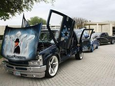 Dallas Cowboys car, Wow Amazing Graphics on the hood with Tom Landry (?) and Super Bowl Trophies. Really nice