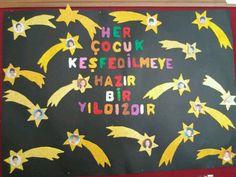 Pano Classroom Bulletin Boards, Classroom Door, Classroom Design, School Classroom, English Classroom Decor, School Teacher, Pre School, School Decorations, Preschool Art