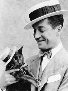 "Maurice Chevalier and feline actor ""Puzzums,"" photographed by Orville Logan Snider 1925"