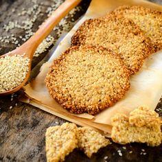 Glutenfrie kjeks som er perfekte til ost og vin. Fresh Fruit, Crackers, Tapas, Lchf, Almond, Healthy Recipes, Healthy Food, Food And Drink, Appetizers