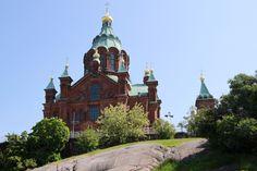 Uspenski Orthodox Cathedral stands great on the rocky hill in Katajanokka, Helsinki. Rocky Hill, Helsinki, Barcelona Cathedral, Mansions, House Styles, Building, Travel, Home Decor, Viajes