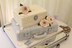 Exquisitely crafted vintage travel theme wedding cake