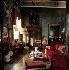 I saw this, I thought -- this is my dream room. Room of the Day ~ what atmosphere in this Venetian living space I saw this, I thought -- this is my dream room. Room of the Day ~ what atmosphere in this Venetian living space Victorian Interiors, Dark Interiors, Victorian Decor, Beautiful Interiors, Loft Interiors, Victorian Architecture, Eclectic Living Room, Eclectic Decor, Living Room Decor