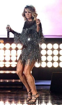 Carrie Underwood Country Music Awards, Country Music Artists, Country Singers, Carrie Underwood Pictures, Miranda Lambert, Stage Outfits, American Idol, Female Singers, Academy Awards