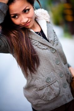 under hoodie: fem pockets and oversized buttons!