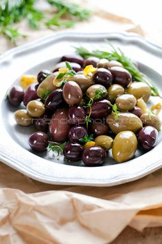 Sit out a bowl of delicious Marinated Olives with Garlic, Thyme and Rosemary as a simple, appetizer recipe for your holiday guests to snack on before dinner! Make Ahead Appetizers, Appetizer Recipes, Snack Recipes, Cooking Recipes, Healthy Recipes, Snacks, Olive Recipes, Greek Recipes, Antipasto