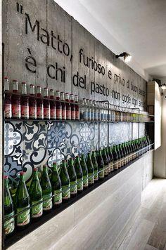 Restaurant / pizzeria. Letters in beton. Voor meer foto's, jump naar  http://freshome.com/2012/11/27/modern-and-surprising-kook-restaurant-pizzeria-design-in-rome/