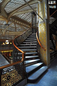Rookery Building, Chicago (1888) Burnham & Root, architects. Renovations by William Drummond and Frank Lloyd Wright.