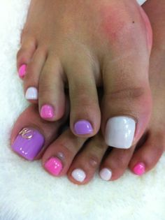 Great pedicure idea: a *pastel color scheme*  (Wanna try this.)