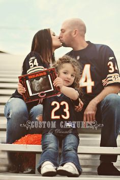 Baby Makes Our family baby announcement Baby macht Unsere Familienbabyansage Family Maternity Photos, Maternity Pictures, Pregnancy Photos, Baby Pictures, Maternity Poses, Football Family Pictures, Football Pregnancy Announcement, Chicago Bears Baby, Twin Gender Reveal