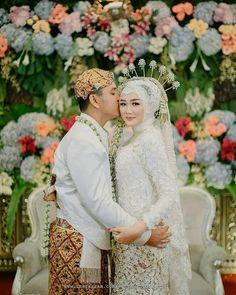 Kebaya Wedding, Wedding Hijab, Wedding Shoot, Dream Wedding, Wedding Couple Poses, Wedding Couples, Wedding Stage Backdrop, Akad Nikah, Bridesmaid Dresses