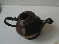 Vecchia Teiera in Rame e Bronzo Kettle, Tea Pots, Kitchen Appliances, Tableware, Etsy, Vintage, Diy Kitchen Appliances, Tea Pot, Home Appliances