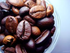 i love how the photo is close up and shows the details of the coffee beans. Coffee Photography, Still Life Photography, Photography Tips, Still Life Photos, Still Life Art, Tactile Imagery, Lose Weight Naturally, Raw Food Recipes, Diet Recipes