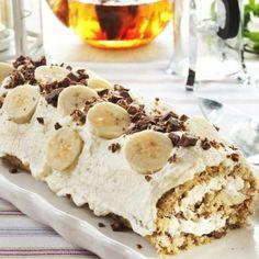 Luksus rull m/banan nøtter og sjokolade Sweets Cake, Cupcake Cakes, Norwegian Food, Scandinavian Food, Keto Cake, Pudding Desserts, Bread And Pastries, Food Cakes, Coffee Cake