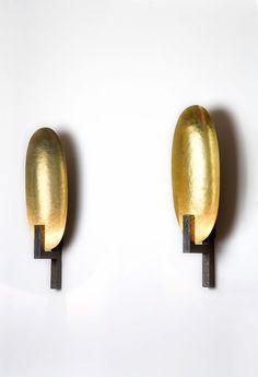 Luminaire | HERVÉ VAN DER STRAETEN APPLIQUE COQUE — bronze et laiton martelé mordoré.