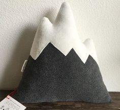 Kuschelig flauschiges Bergkissen / fluffy mountain cushion by Allerhand aus dem Land via http://DaWanda.com