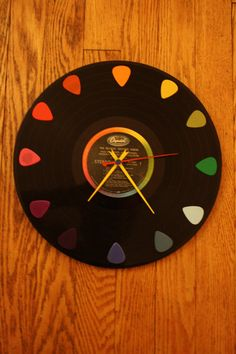 We've put together a list of 10 simple and fun DIY projects to try with your old vinyl records. Vinyl Record Projects, Vinyl Record Clock, Records Diy, Old Vinyl Records, Vinyl Crafts, Vinyl Art, Vinyl Platten, Guitar Crafts, Diy Clock