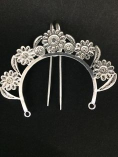 """The silver filigree hair pin is an integral part of the Odissi Dance Jewellery. The hair is first tied neatly into a bun. Then a """"Veni"""" or tiara is placed above the bun, and a hair pin is worn on the center of the bun. Product details:Silver Filigree Product : Odissi VeniProduct code        : HP028Weight"""