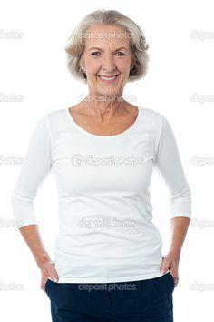 Hermosa mujer envejecida posando para la cámara — Imagen de stock #39668517