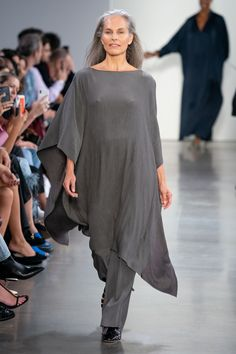 Vogue Paris, Spring Fashion, Fashion Show, Fashion Trends, Cape Dress, Maxi Dress With Sleeves, Models, Mannequins, Ready To Wear