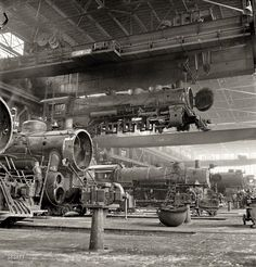 """Santa Fe Flyer: March Albuquerque, New Mexico. """"An engine being carried to another part of the Atchison, Topeka & Santa Fe Railroad shops to be wheeled."""" Photo by Jack Delano for the Office of War Information. Santa Fe, New Mexico, Shorpy Historical Photos, Bonde, Train Pictures, Old Trains, Vintage Trains, Vw T1, Steam Locomotive"""